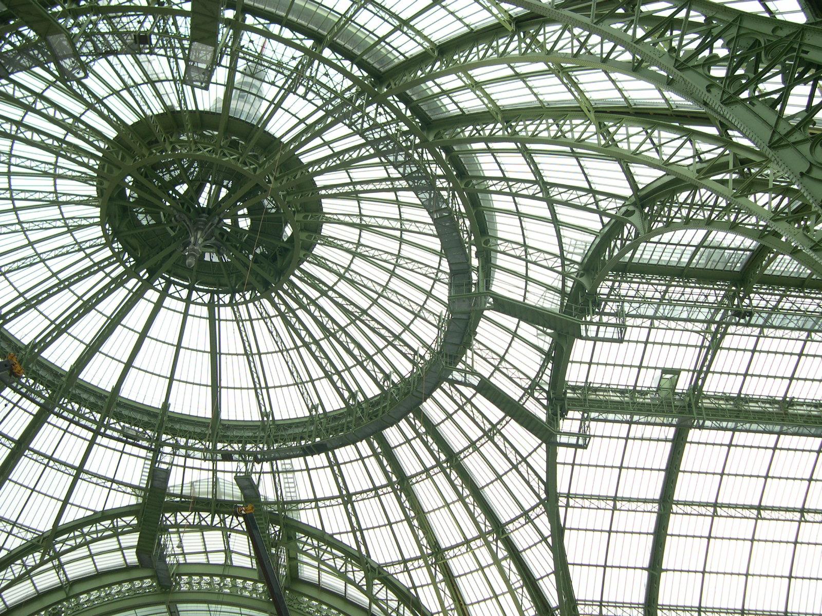grand palais paris september 2005 le grand palais entre verre et vert. Black Bedroom Furniture Sets. Home Design Ideas