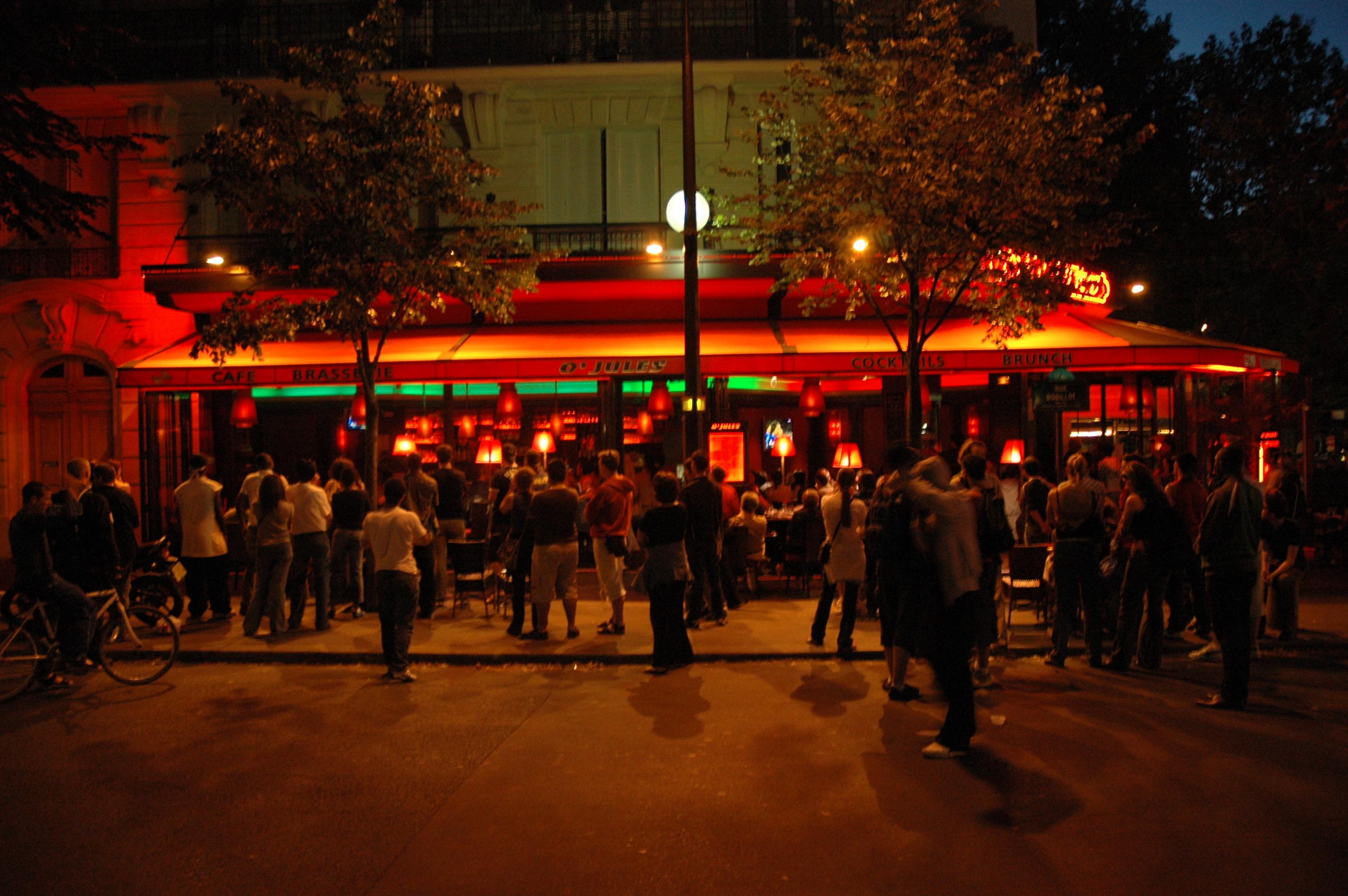 paris july 2006 des attroupements devant les caf s parisiens le soir de la finale de la. Black Bedroom Furniture Sets. Home Design Ideas